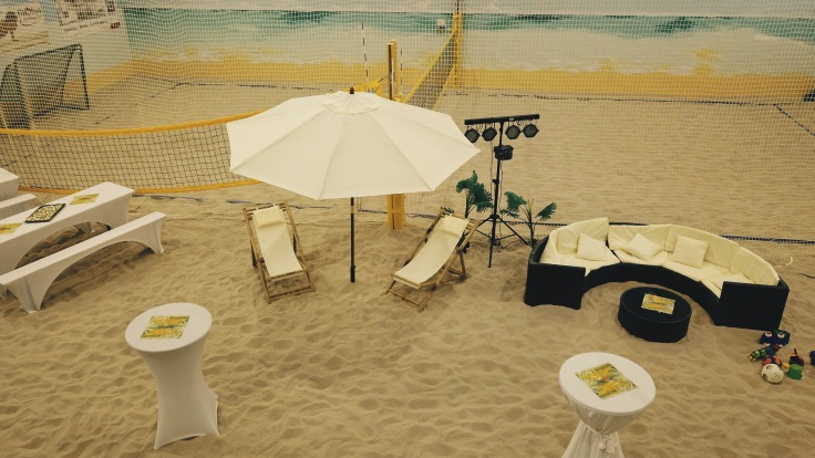 Santa Fe Beach Halle ist Ihre Indoor Beachhalle für Beachsport: Beachvolleyball, Beachsoccer, Beachtennis, Footvolley, Beachminton und Kindergeburtstage. Neben dem Beachsport konzentrieren wir uns immer mehr auf Beachevents und sind eine der angesagtesten Locations für Beachpartys wie Geburtstage, Firmenfeste, Weihnachtsfeiern, Sommerfeste, Hochzeiten und Tagungen geworden.